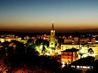 Vista noturna da área central de Carlos Barbosa